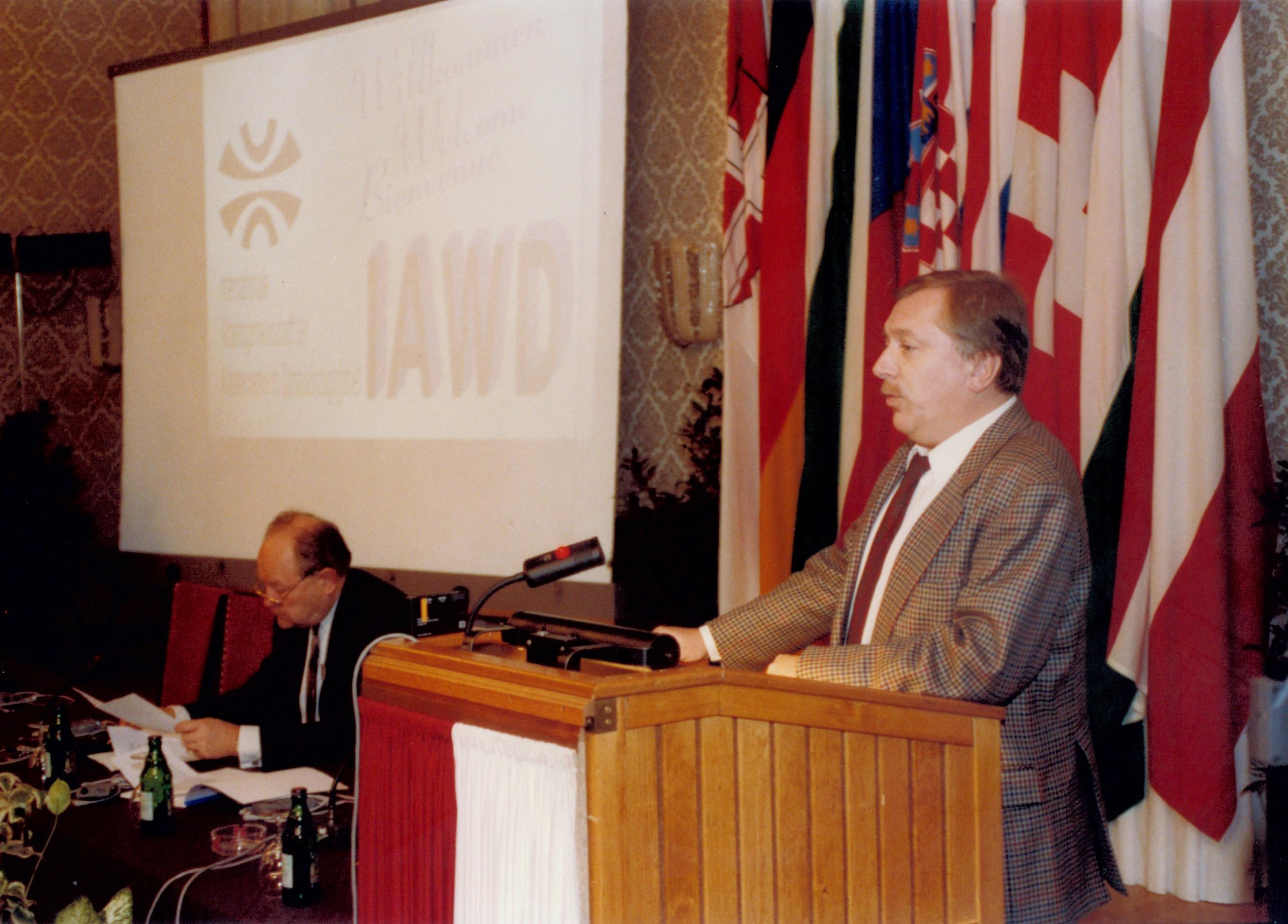 IAWD hist04